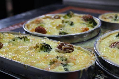 Francuski Quiche od lososa i povrća