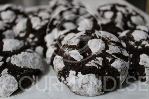 Čokoladni raspucani keksi