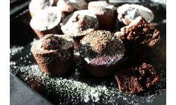 Sočni čokoladni muffini s komadićima voća